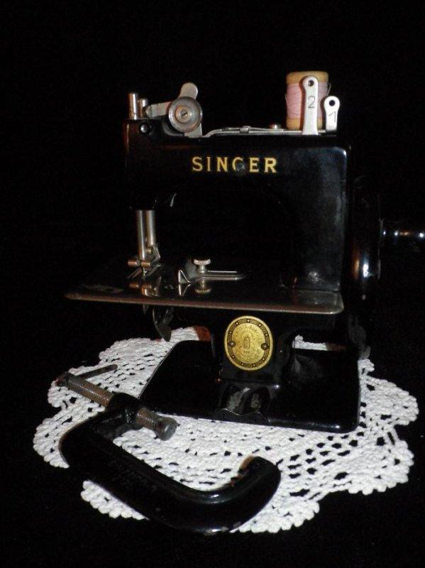 MACHINE A COUDRE JOUET SINGER