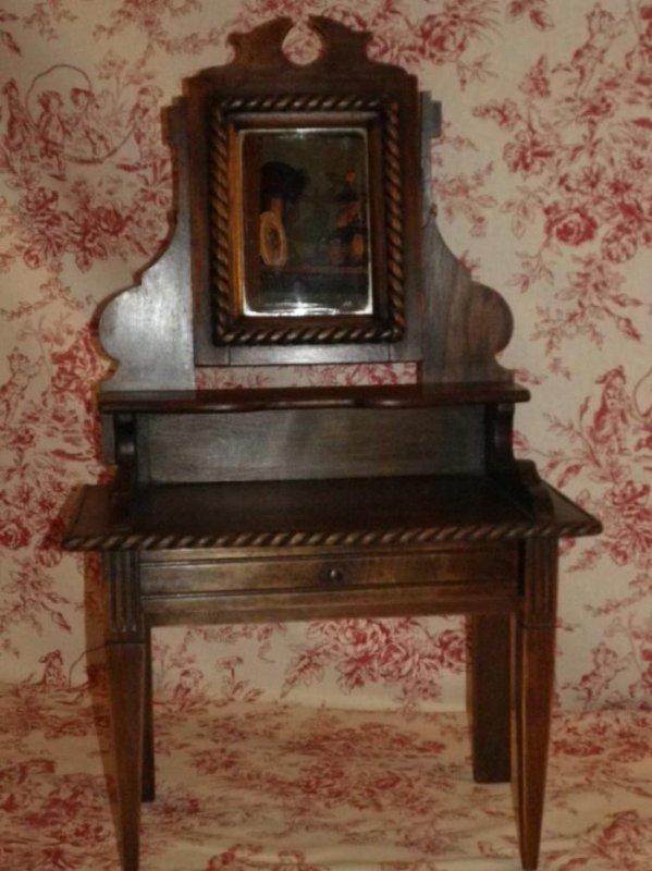 ancienne table de toilette poup e efiona. Black Bedroom Furniture Sets. Home Design Ideas