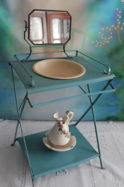 TABLE DE TOILETTE