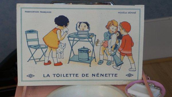 HISTOIRE DE LA TABLE DE TOILETTE