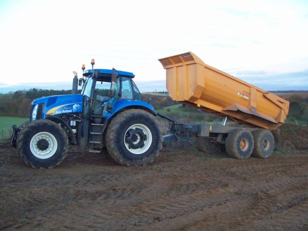 new holland t 8050 et benne maupu 30 tones