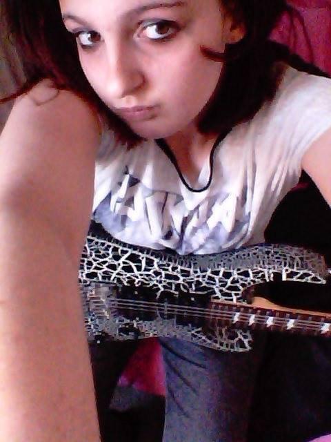 Ma guitare c'est ma vie mais un connard me la casser