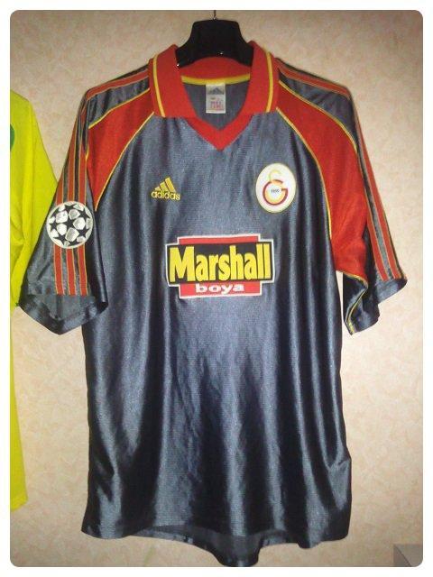 Maillot de Galatasaray porté par Bruno QUADROS en Ligue des Champions 1999-2000.