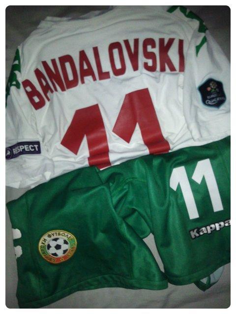 Ensemble de la Bulgarie porté par Ivan BANDALOVSKI contre l'Angleterre en Qualification à l'Euro 2012.