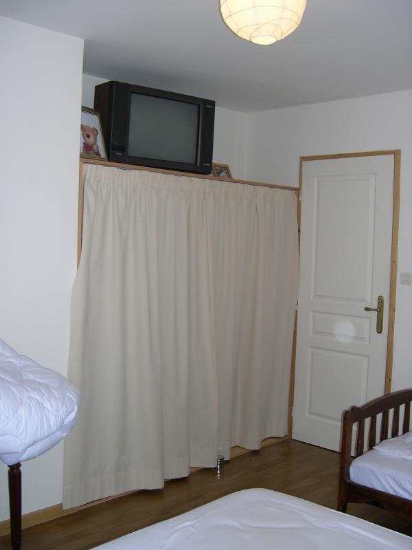 rideau pour placard great petite difficult mais grand mtrage with rideau pour placard fabulous. Black Bedroom Furniture Sets. Home Design Ideas