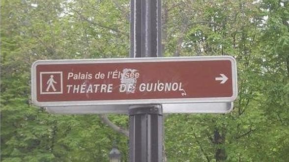 Quand on pense que ce panneau a été accepté  par la DDE, la Mairie de Paris...