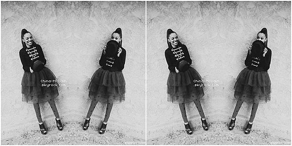 14/09/2013 : China Anne McClain a posée pour la marque d'affaires scolaires H-E-B. China a également posée pour les magazines DISfunkshion Magazine et Thrifty Hunter Magazine (voici les Behind The Scene).