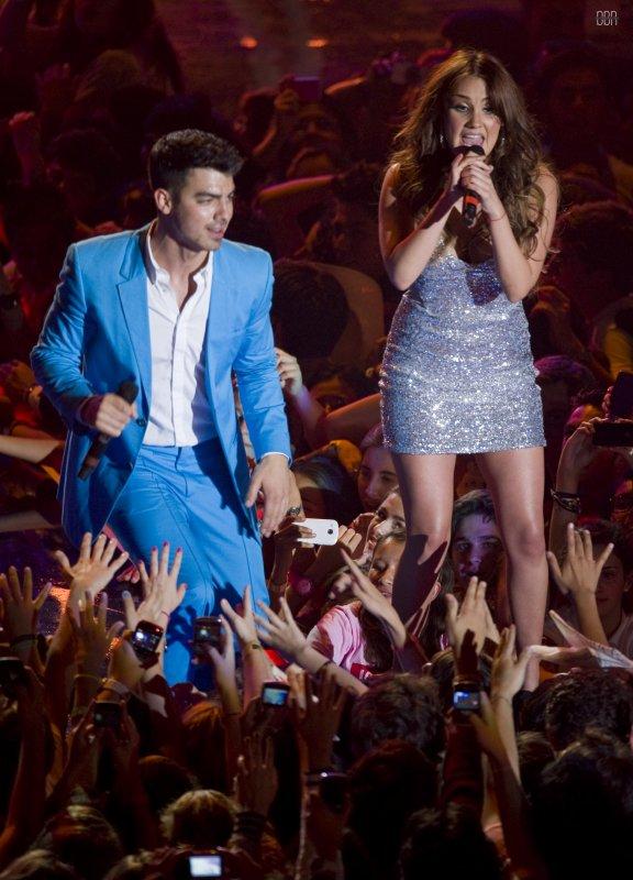 Dulce Maria dhe Joe Jonas ne MTV Awards Mexico 2011