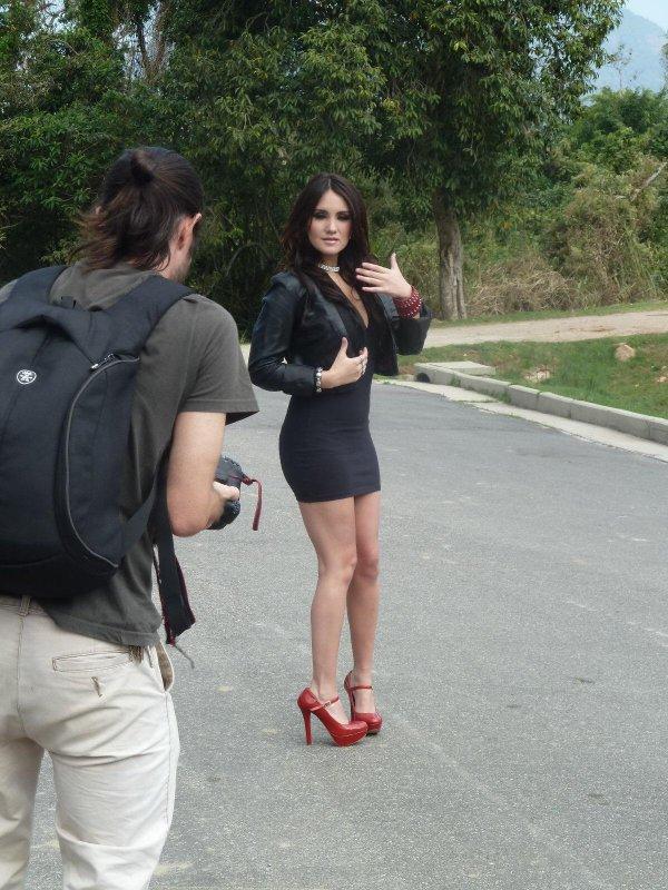 Dulce María nos bastidores de uma sessão de fotos no Rio de Janeiro, Brasil (27.09.12)