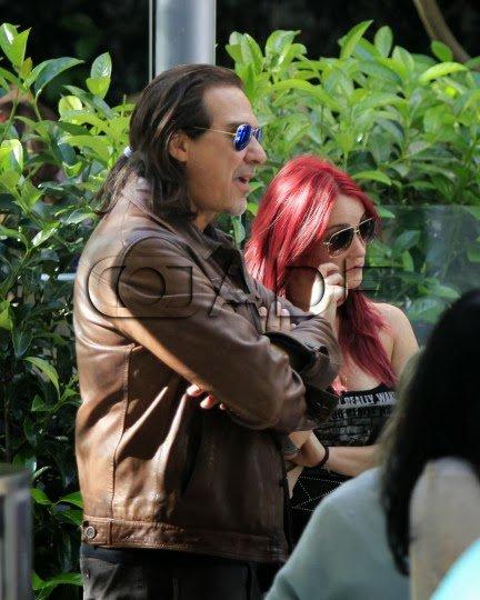 Dulce María saindo de um restaurante com Pedro Damián na Cidade do México, México (27.09.13)