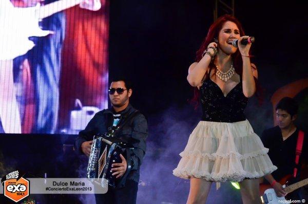 Dulce María e Maite Perroni se apresentando no Concierto Exa em León, México (09.10.13)