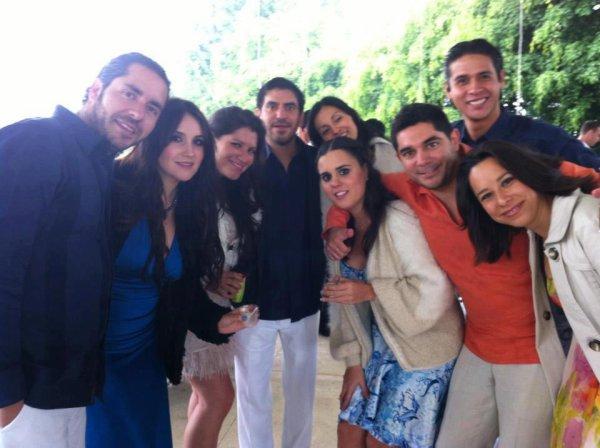 Dulce María com namorado e amigas em um casamento no México (16.03.13)