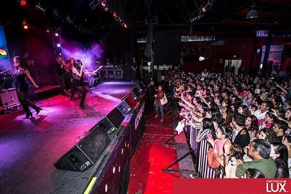 """Maite Perroni se apresentando no """"Vivo 40"""" em Guadalajara, México (06.11.13)"""
