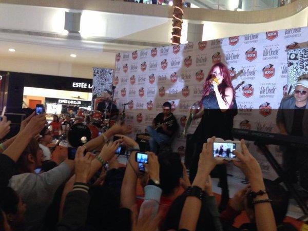 Dulce María participando do Concierto Exa em Monterrey, México (11.11.13)