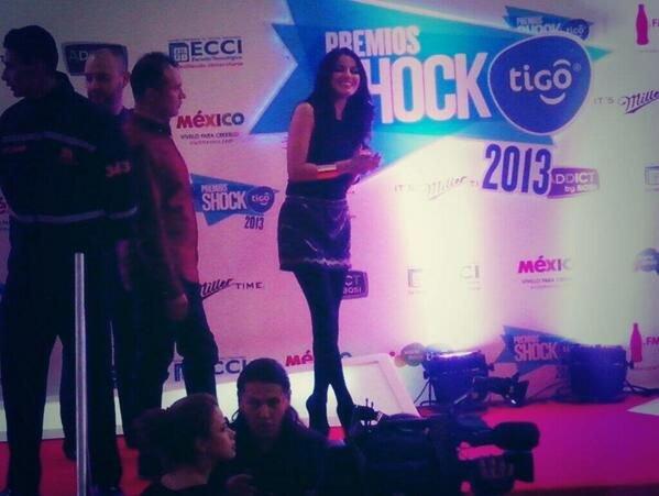 Maite Perroni nos Prêmios Shock Tigo 2013 em Bogotá, Colômbia (13.11.13)