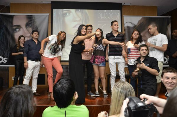 Maite Perroni em convivência com fãs em Belo Horizonte, Brasil (15.11.13)
