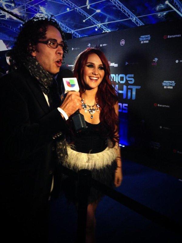 Dulce María nos Prêmios Telehit 2013 na Cidade do México, México (14.11.13)