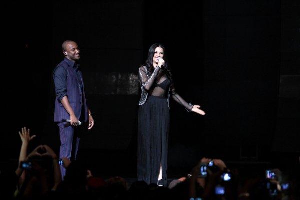 Maite Perroni se apresentando com Thiaguinho em São Paulo, Brasil (22.11.13)