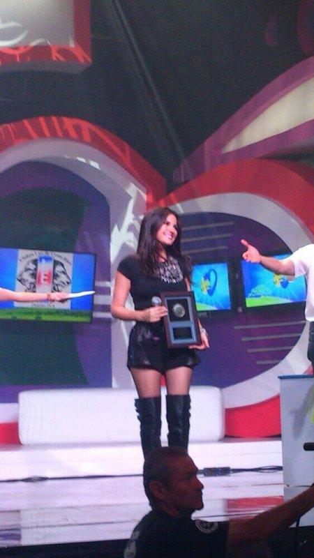 Maite Perroni se apresentando no Teleton Costa Rica 2013 (07.12.13)