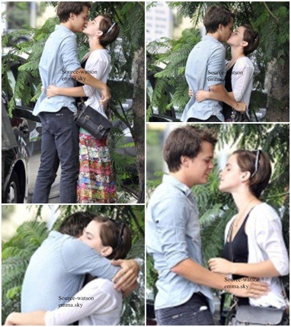 Enfin le bisous qui prouve les rumeurs qui circulaient sur la toile , Emma Watson et Johnny Simmons Sortent bien enssemble !