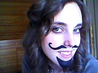 Chapeau, frange et moustache, et Cyrano de Bergerac