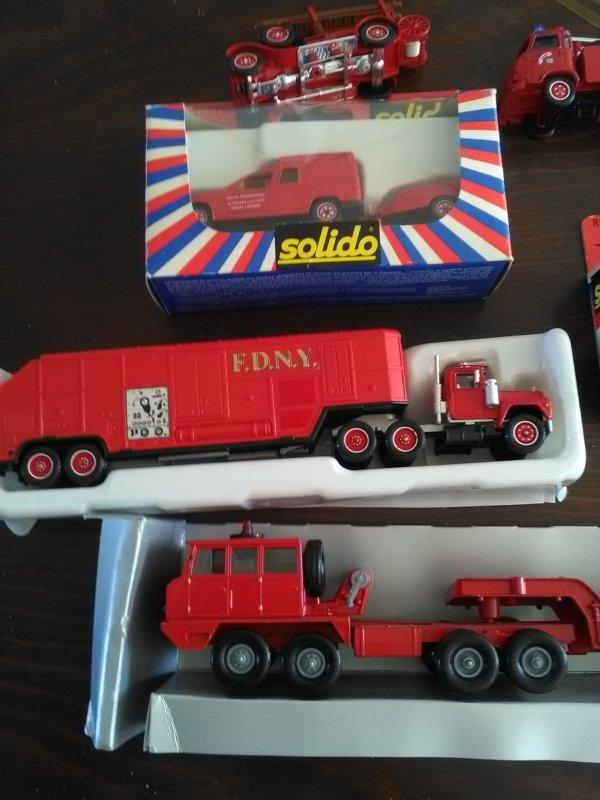 Solido pompier à vendre.