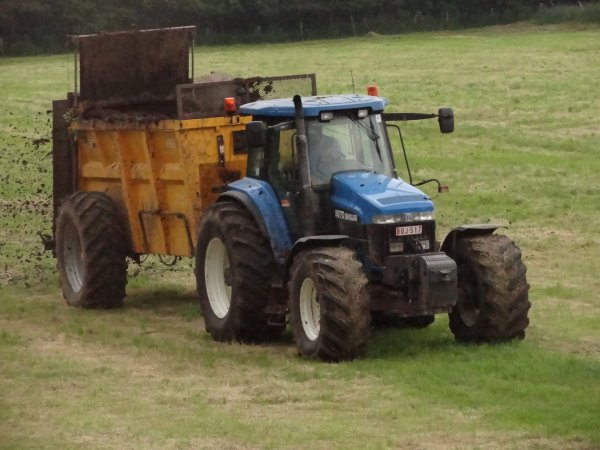 New holland et épandeur de fumier macer