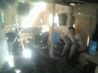 L'interieur de la cabane en pleins travaux