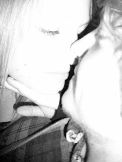 De tes rêves à mes rêves, de ta bouche à mes lèvres, de la guerre à la trêve, combien d'aller-retour, entre la haine et l'amour ? Tomber amoureux. Te prendre dans mes bras. Te dire que je t'aime par dessus tout. Te dire que personne ne te fera du mal. Etre toujours là pour toi. Te dire qu'il ne faut pas t'en faire. Te dire que la vie est belle, que ce n'est que passager. Te dire que toi & moi c'est infini. Te dire que notre amour n'est pas comme les autres. Te dire que tu es unique. Te dire que tu es magnifique. Te dire que je veillerais toujours sur toi.Te dire que je ne veut aimer que toi. Te dire que personne ne t'aimera autant que moi.