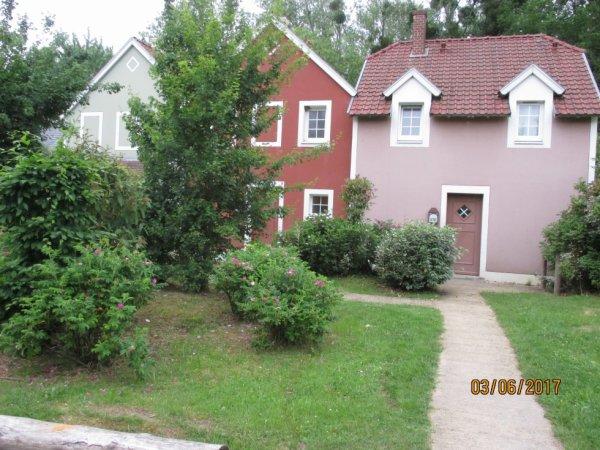 les petits cottages en Center Park (Aisne) nichés dans la verdure !S