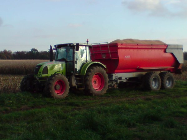 claas avec benne brochard