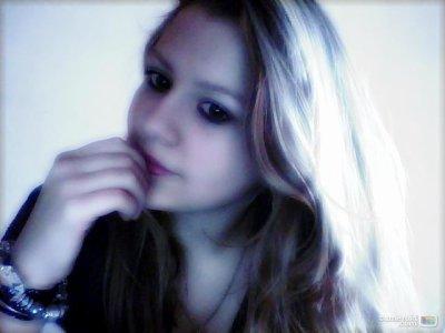 J'aimerais être une larme pour naitre dans tes yeux ,vivre sur ta joue ,et mourrir dans tes lèvres ... ♥