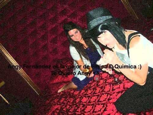 Angy et une amie  /  Angy y una amiga
