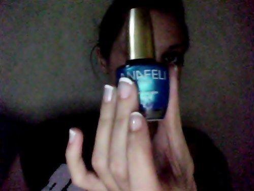 Vernis à ongles bleue turquoise. 5fdpc. Servie 1fois,c'était pas le bleue que je rechercher.