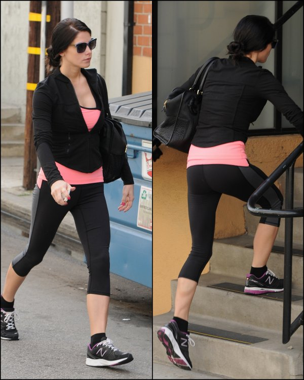 20-03-13 -Ashley de nouveau à Los Angeles allant à sa fameuse séance de sport, mais cette fois si avec une meilleure mine qu'hier ! J'aime beaucoup sa tenue de sport :)