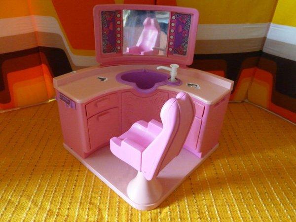 Salon de coiffure Barbie dommage incomplet ....