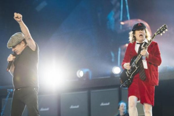 d'AC/DC interrompt sa tournée américaine