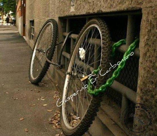 Coco, je crois qu'on t'a piqué ton vélo en bas de l'immeuble ...  mdr !