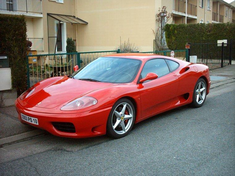 Sympa cette voiture devant chez moi ... Je veux les clés !!!