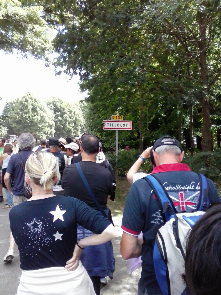 Tente montée, 1 km de file d'attente avant l'ouverture du site et enfin l'entrée tant attendue ...  :-)