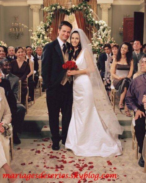 Monica Geller (Courtney Cox) & Chandler Bing (Matthew Perry)