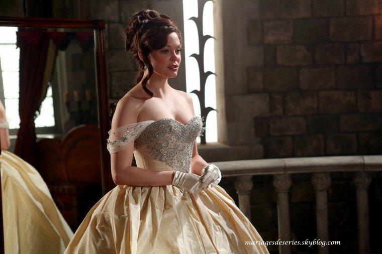 Cora Miller (Rose McGowan)