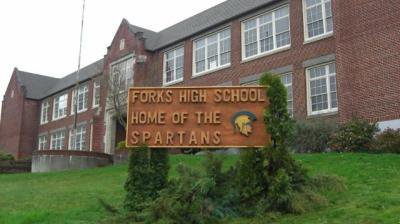 Chapitre 4:Résolution et Rentrée au lycée de Forks