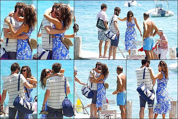 . 24/07/15 : Nina D. et son Boyfriend ont été vu sur une plage à St-Tropez et sur un yatch toujours à St-Tropez. Nina Dobrev et Austin Stowell sont amoureux plus que jamais, ils sont vraiment trop mignon ensemble. Top pour les tenues de Nina - Top ou Flop ? .