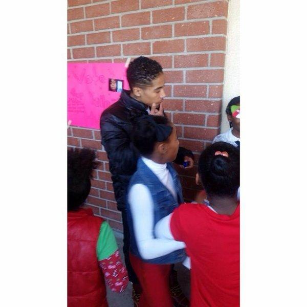 19 Décembre 2014: Roc est venue rendre visite à des enfants dans une école