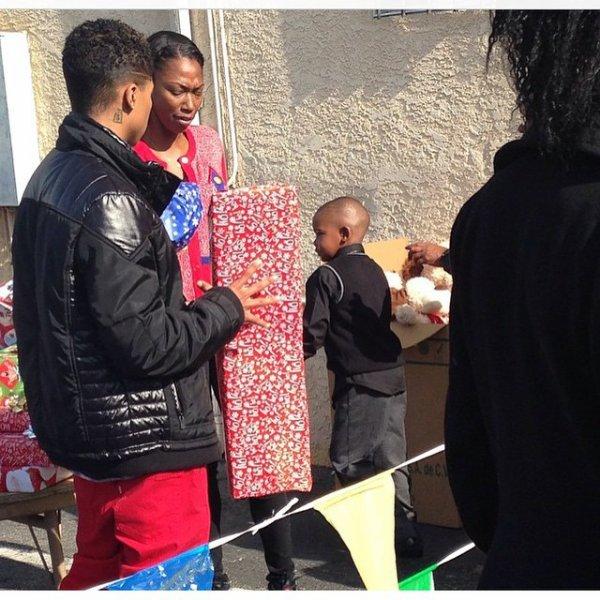 20 Décembre 2014: Roc est allé donner des cadeaux à des enfants dans le besoin + quelques photos des MB
