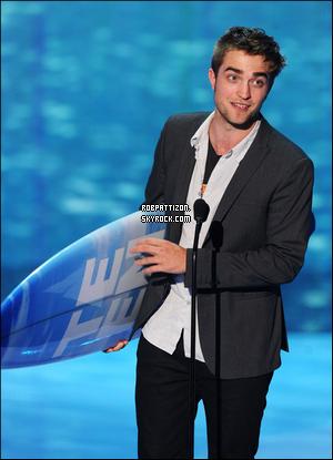 Les nominations des Teen Choice Awards viennent de tomber et notre cher Rob est nominé dans 3 catégories. L'événement aura lieu le 22 juillet alors en attendant VOTER pour lui. :)