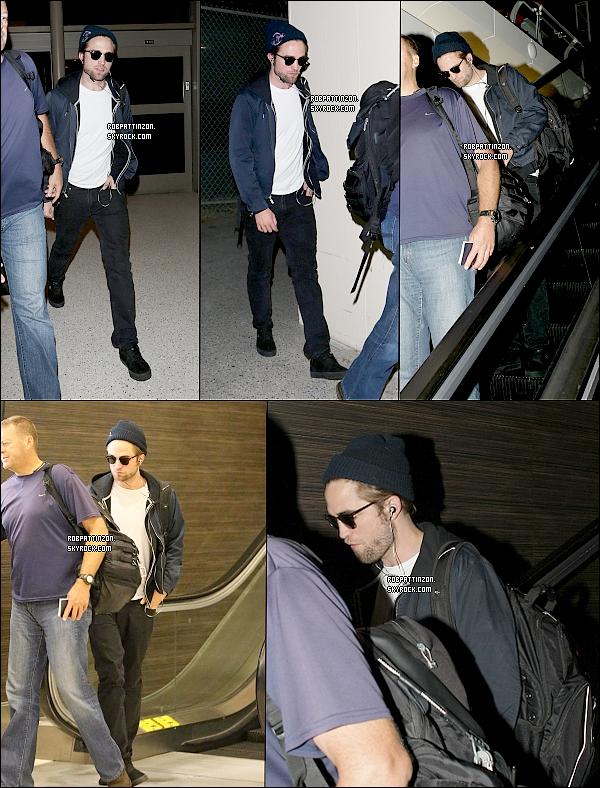 19/10/12: Robert a été aperçu à LAX hier soir, il se rendait en Australie surement pour la promo de Breaking dawn part 2.