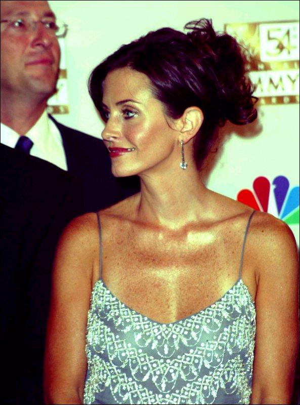 _ Courteney est nominée dans la catégorie Meilleure Actrice Principale, pour son rôle de Jules dans Cougar Town, aux Emmys Awards 2011. Allez voter pour elle ICI ! _