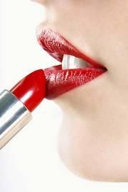 faire tenir son rouge à lèvres plus longtemps.